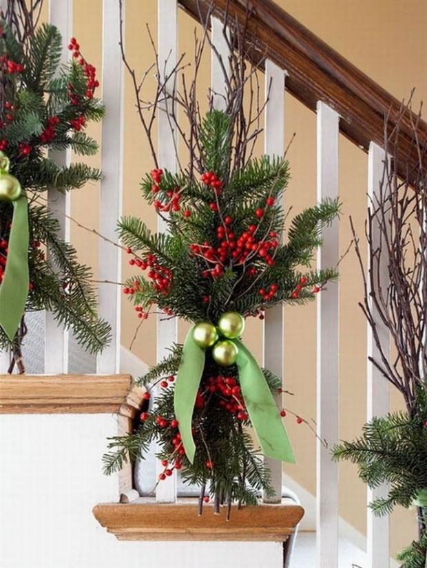 christmas-staircase-decoration-ideas-1