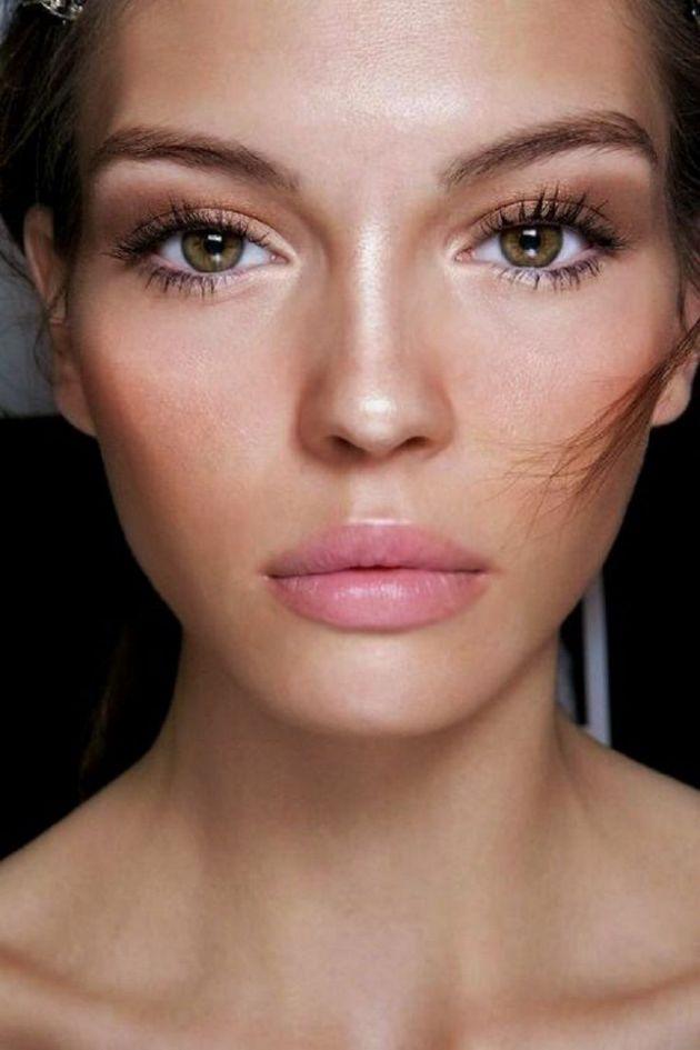 Bronze-Eye-Makeup-with-Nude-Lips-nude makeup looks